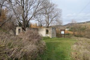 Synagogue ruins and information sign, Lutowiska