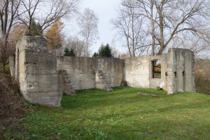Lutowiska synagogue ruins