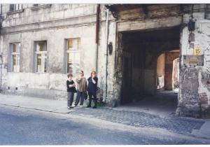 My cousins in front of Pinkus and Rachel Kolski's house on Tumska Street, Włocławek
