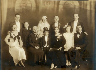 Morris Winawer and Hannah Gelman's wedding 1935 in New York. Also pictured: brothers Sol and Max and mother Liba Winawer, nee Piwko.