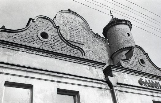 Front facade of the former synagogue in Lesko. 1992