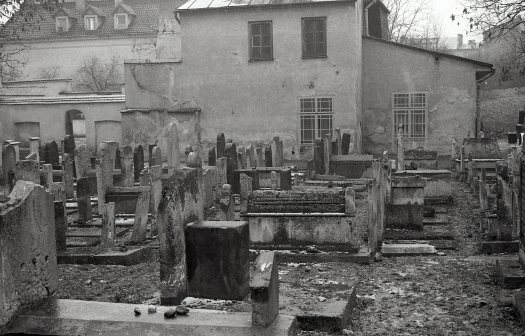 Remuh cemetery, the synagogue in the background, 1992