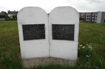 An older monument at the top of the cemetery hill