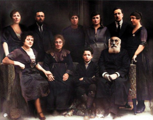 1916BabiasFamily_color