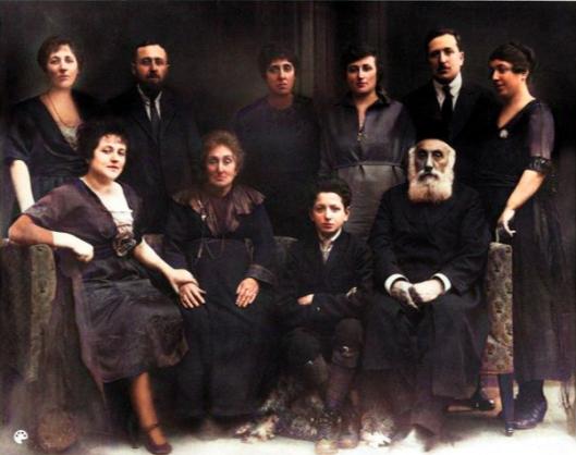1916BabiasFamily_color